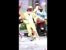 кто то юнги не умеет танцевать разве что под медляк в это время юнги выкуси