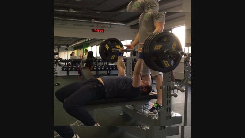 Поляков Николай Жим лёжа 140 кг на 6