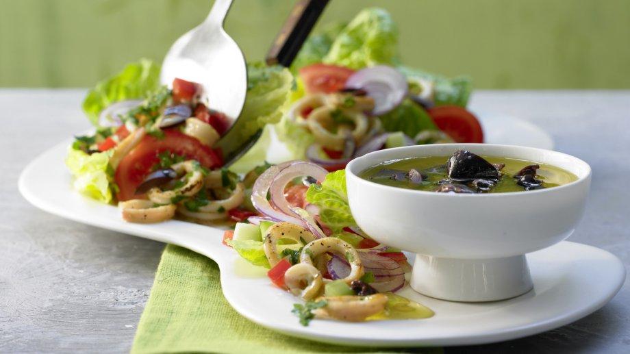 Греческий салат с кальмарами рецепт