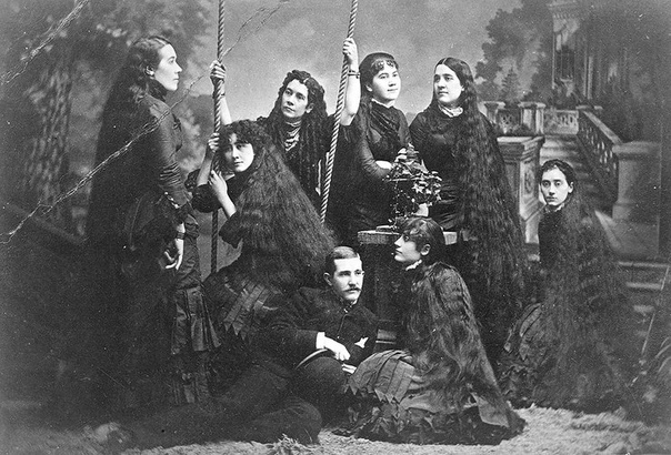РАПУНЦЕЛИ 19 ВЕКА 100-150 лет назад непременным атрибутом красавиц были длинные волосы, уложенные в элегантную прическу. Но прославиться на весь мир своими локонами удалось лишь сестрам