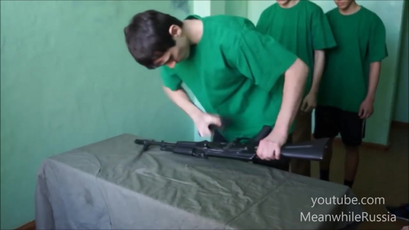 Иностранцы о ловком обращении российских школьников с оружием Именно поэтому я не задираю русских