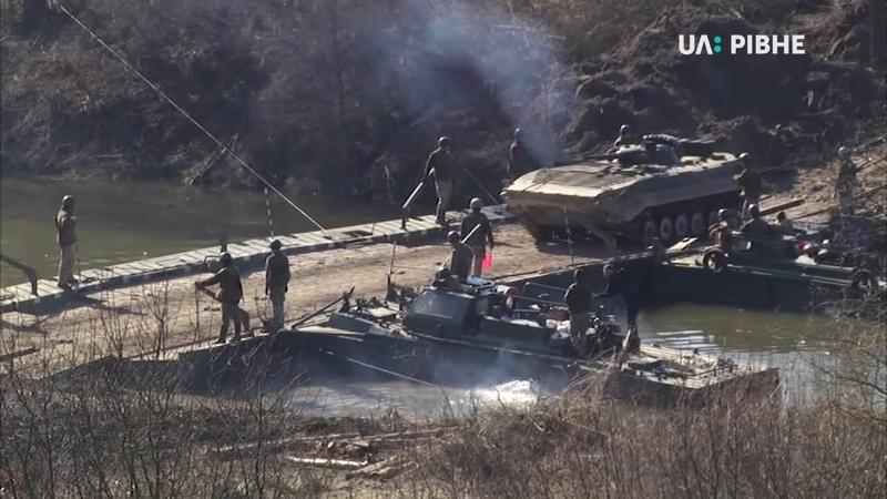 Українське військо відпрацьовує переправи на рівненському полігоні