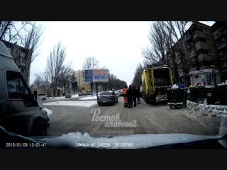 Водителя мусоровоза избили на ул Ленина 9.1.2019 Ростов-на-Дону Главный