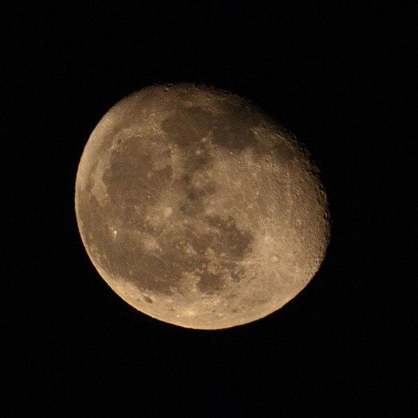 фото Луны, видны кратеры