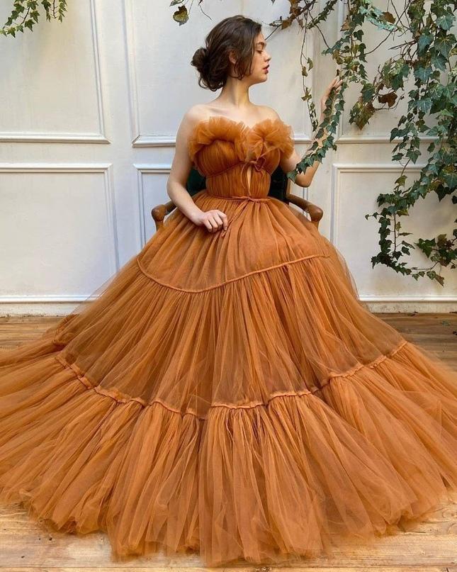 Какое из этих роскошных платьев, ты хотела бы себе?😊