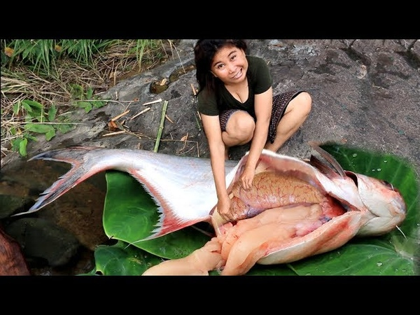 Primitive Technology Cooking Spot pangasius at river Grilled Big Fish Eating delicious 40