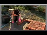 Финка делает уличную печь.
