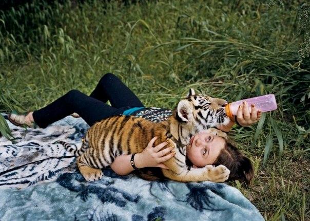 Маленькая дочка в мире животных. Арт-проект Amelia's world от Робин Шварц EDVX2tc2Q7A