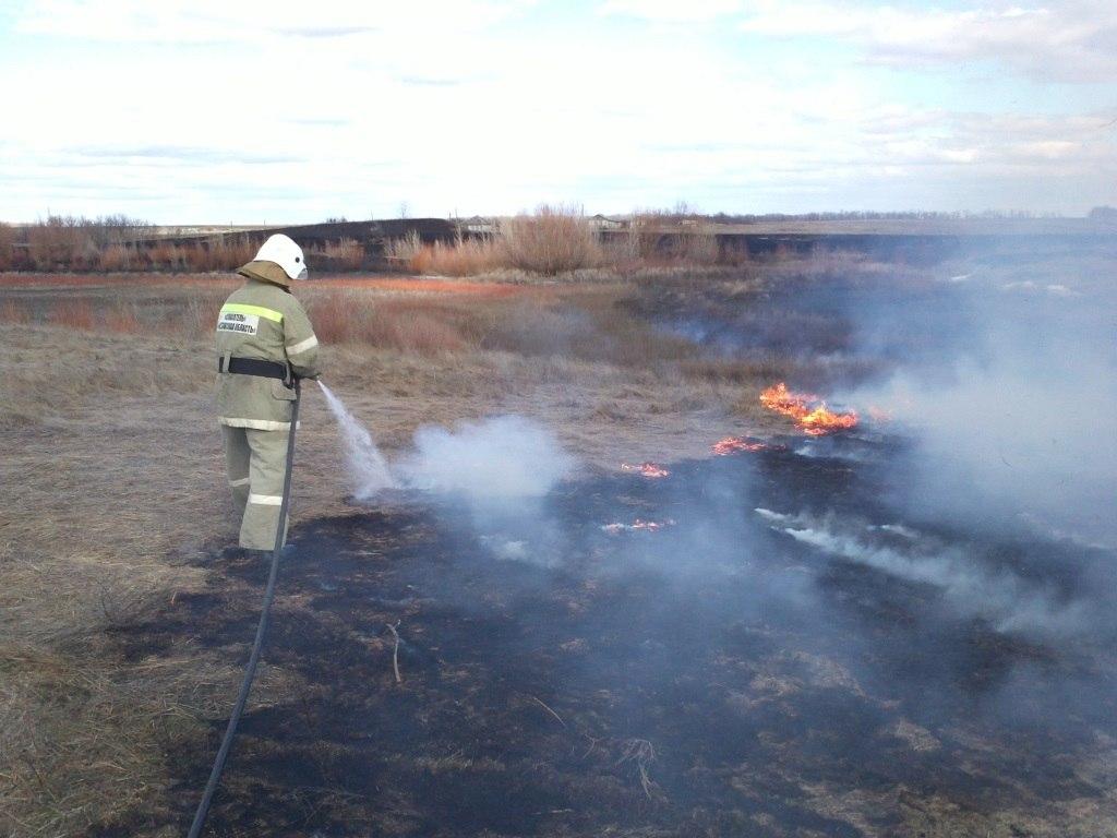 Донские спасатели предупреждают об опасности пожаров в Ростовской области