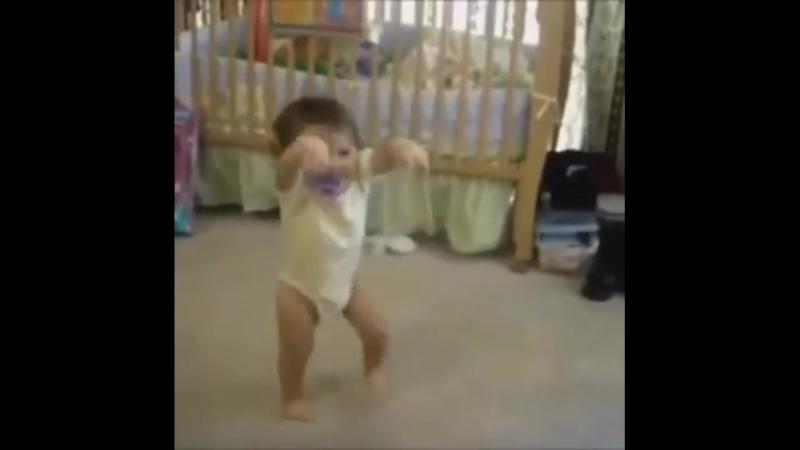 Поднимите себе настроение, глядя, как танцуют дети!