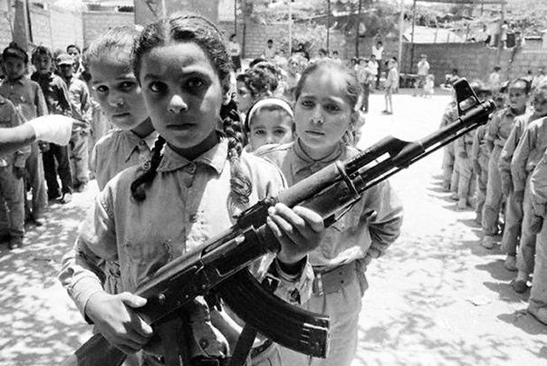 Девочек тренируют в лагере для подростков Организации освобождения Палестины, 1970г.Пригород Бейрута