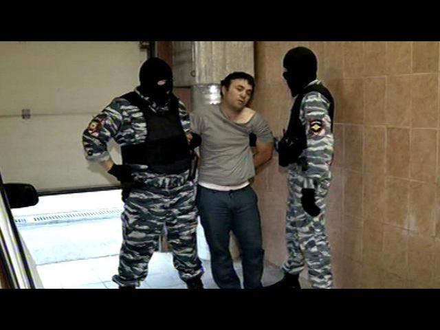 Кадры задержания подозреваемого в нападении на полицейского в Москве