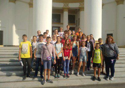 Школьники из Бибирева побывали на интеллектуальной прогулке на ВДНХ