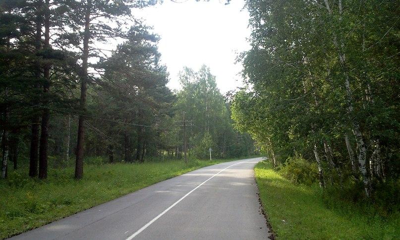 Живописная дорога на пути к озеру Белое