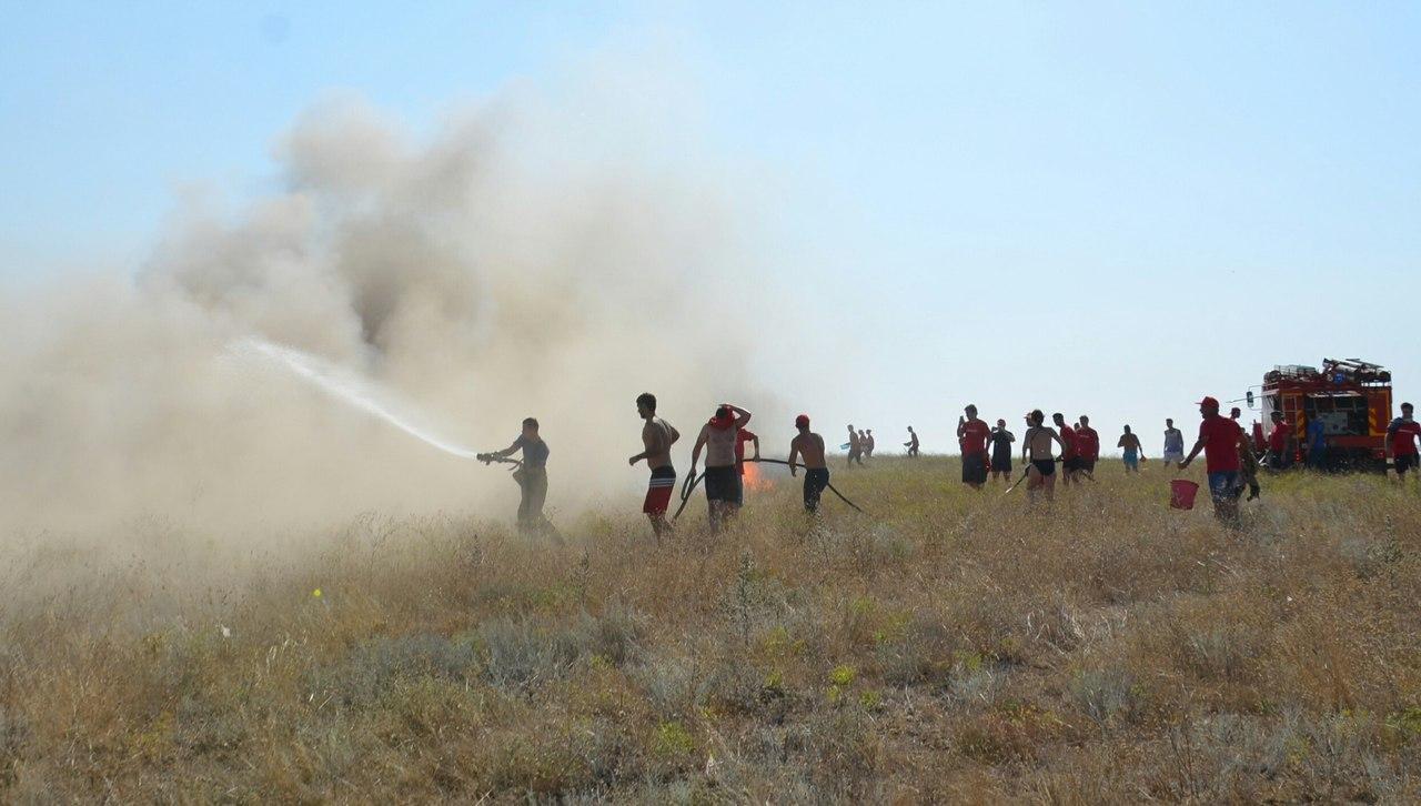 Юные жители Луганщины помогли остановить степной пожар в Крыму – МВД ЛНР