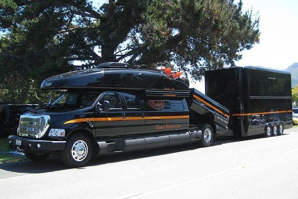 Авто путешествия : Огромный дом на колёсах Ford F-750 Dunel Luxury Hauler 4х4 Этот монстр построен на базе самого большого серийного автомобиля в мире - Ford F-650. Длина яхты на колесах
