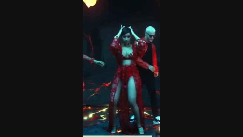 DJ Snake - Taki Taki (feat. Selena Gomez, Ozuna Cardi B) (Вертикальная версия)