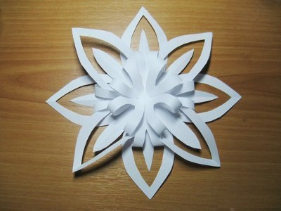 Снежинки из бумаги 3д