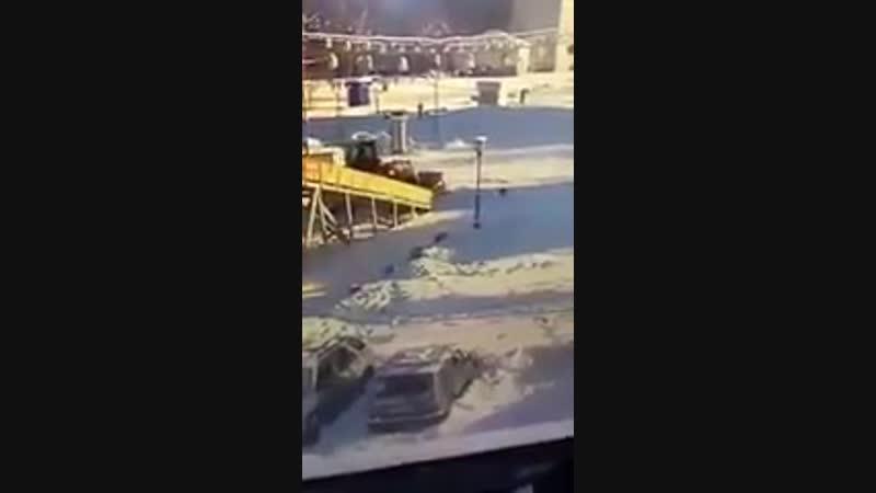 В Междуреченске тракторит задавил ребенка на горке.