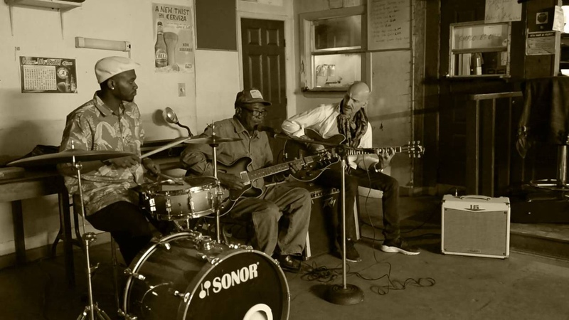 Clarence Bluesman Davis at Dr Rock's Place Before You Accuse Me