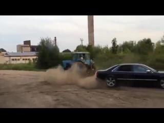 Отмороженный тип на ауди против трактора