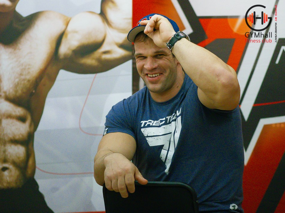 Denis Cyplenkov smiling - Armwrestling Seminar 20, 21 October 2014 │ Photo Source: GYMhall fitness club