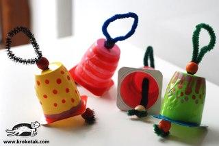 1 идея - колокольчики из стаканчиков из под йогурта, украшенные различными цветными лаками для ногтей.