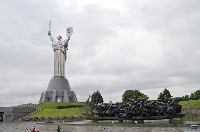 """Техническая деградация Украины не позволила демонтировать монумент """"Родина-Мать"""""""