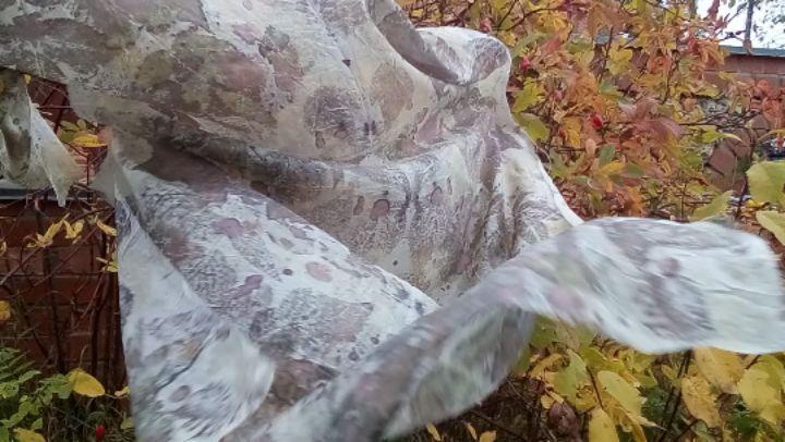 @elena aqwilon on Instagram Запомни эту осень Шелковый шарф в технике экопринт который пахнет прелой листвой и прохладным облаком спадает по пл