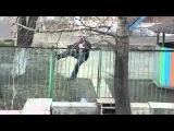 Мужик лезет через забор: вся суть России в одном ролике