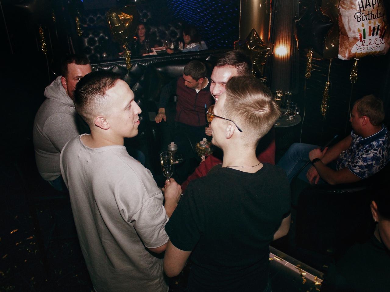Закрытый клуб киров девушки на ночном клубе видео стриптиз