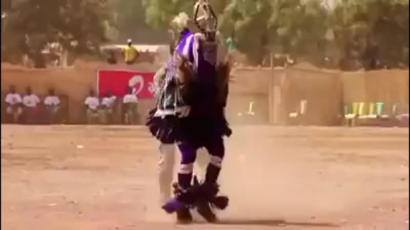 Танец шамана когда вызывает дождь 😂😂😂