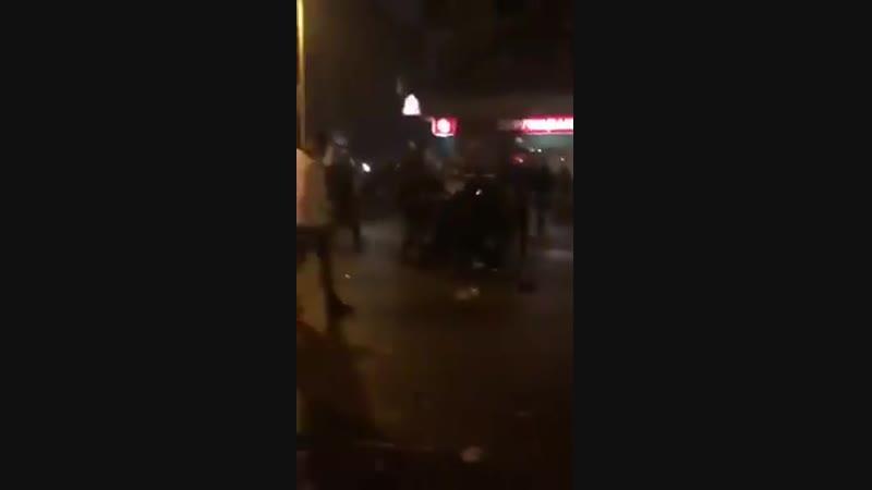 Markus Hibbeler Dieses Silvestervideo Quelle unbekannt wurde mir gerade zugespielt und zeigt Angriffe auf die Berliner Polize