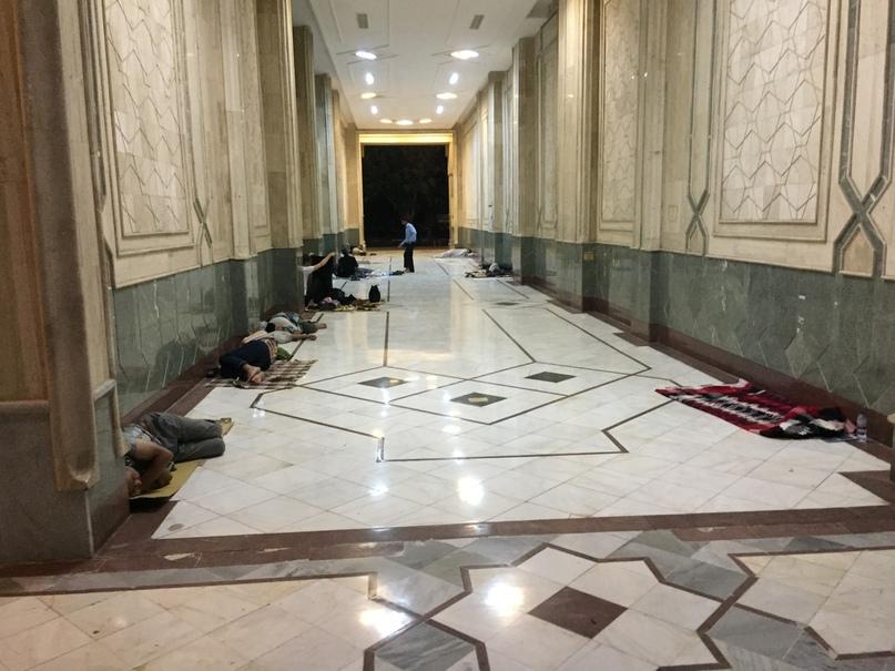 Новые открытия. Люди ночуют в коридорах