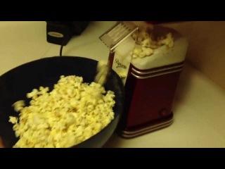 Nostalgia Retro Series Mini Hot Air Popcorn Maker In Action!