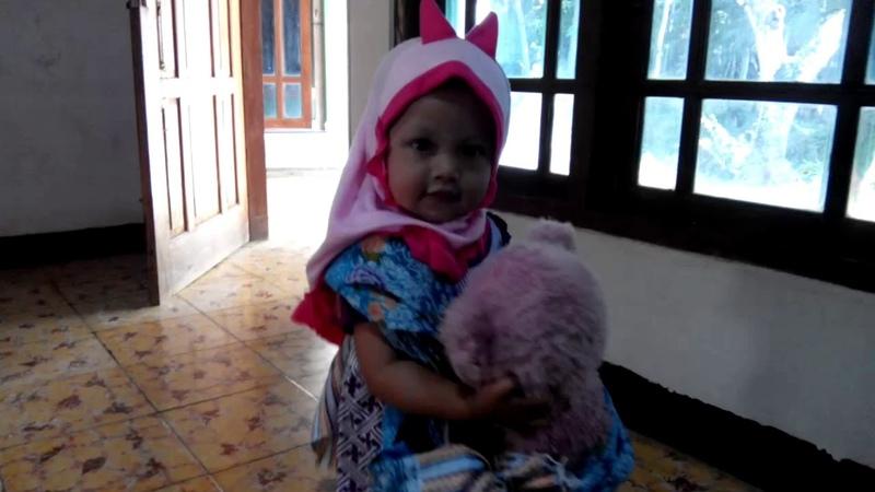 Balita Menggendong Boneka   Boneka mainan   Kids Naura Yuan R