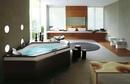 В такой ванной комнате можно гостей принимать.