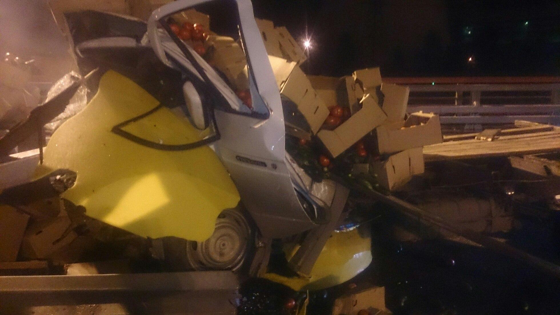 ВПетербурге водителя «Газели» насмерть раздавило ящиками спомидорами