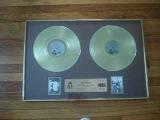 Двойная награда Золотого альбома группы R.E.M.