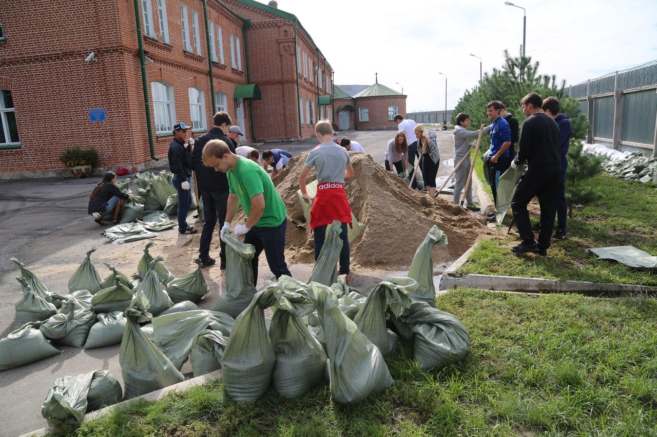 Хабаровск. Общими усилиями удается сдерживать наступающую воду