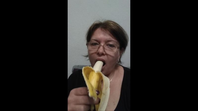 Лесбиянки видео с бананом ну