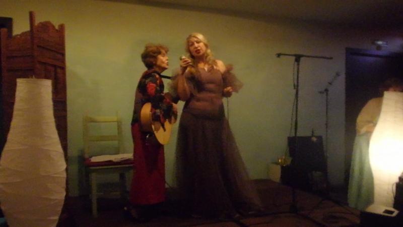 Яна Дудихина исполняет песню