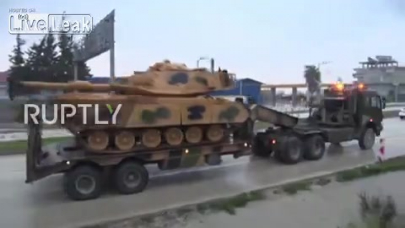 Turkey Convoy of tanks reaches Syrian border near Kilis