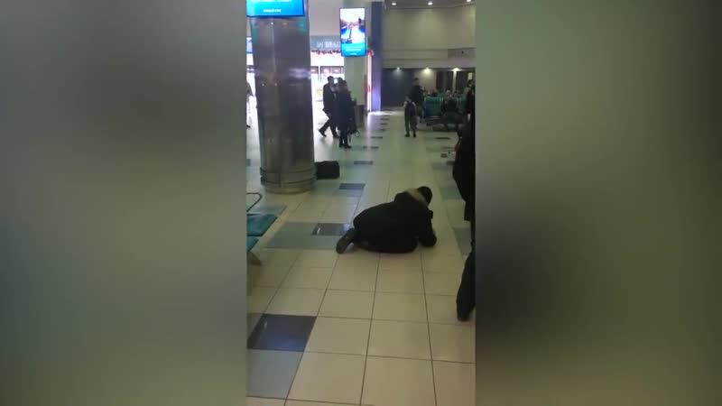 Пьяный_дебошир_в_аэропорту_Домодедово