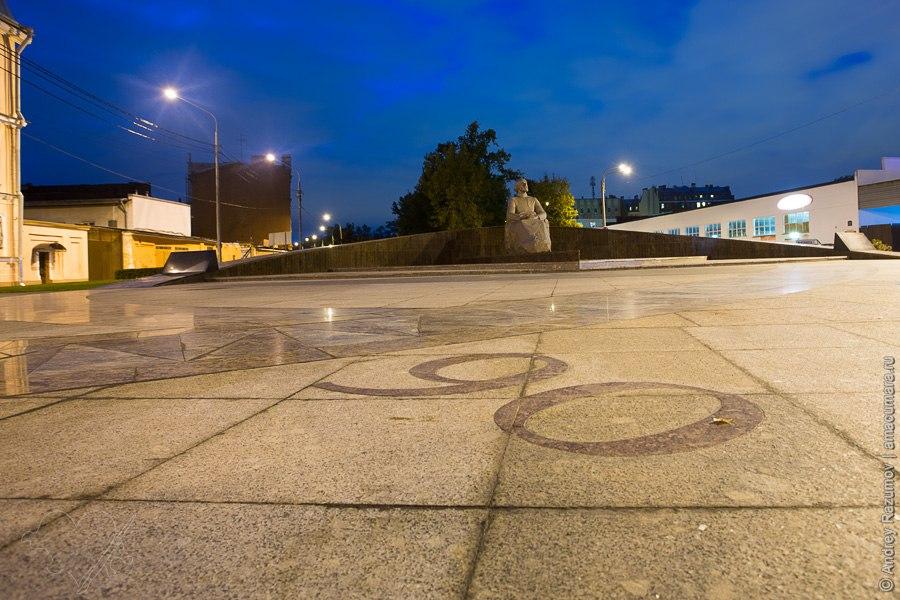 Памятник Циолковскому на Обводном канале
