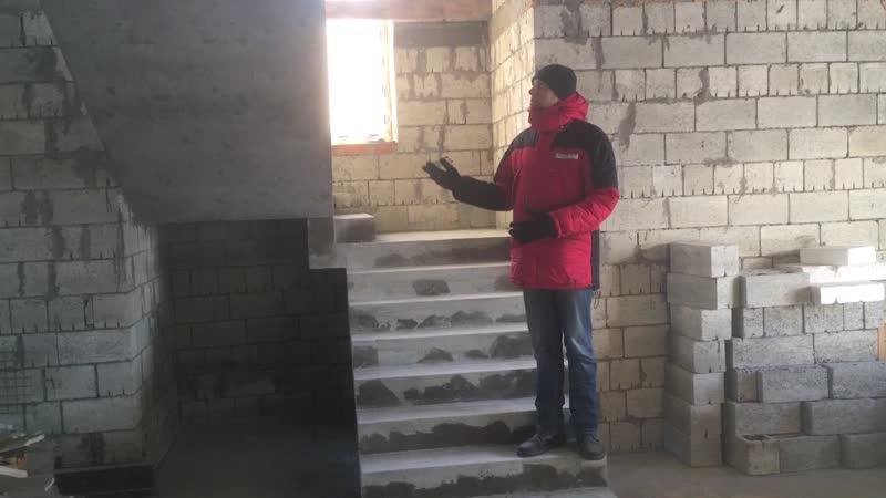 П - образная лестница с площадкой и промежуточной ступенькой