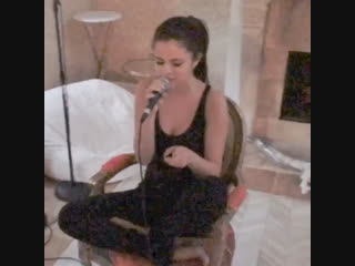 Selena Gomez effortlessly singing