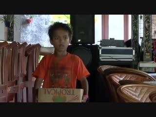 Маленькие сокровища Ломбока - Tentang anak jalanan (2010)