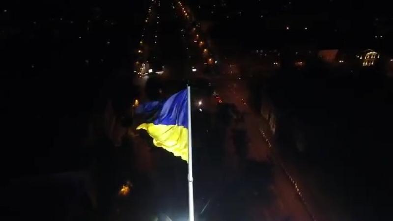 Флаг Украины в Днепре на флагштоке 72 метра ночью с подсветкой Видео Это очень красиво