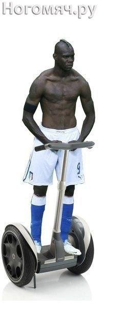 Фотожабы Марио Балотелли, Евро 2012, фотошоп, поза, стоит, снял футболку, голый торс